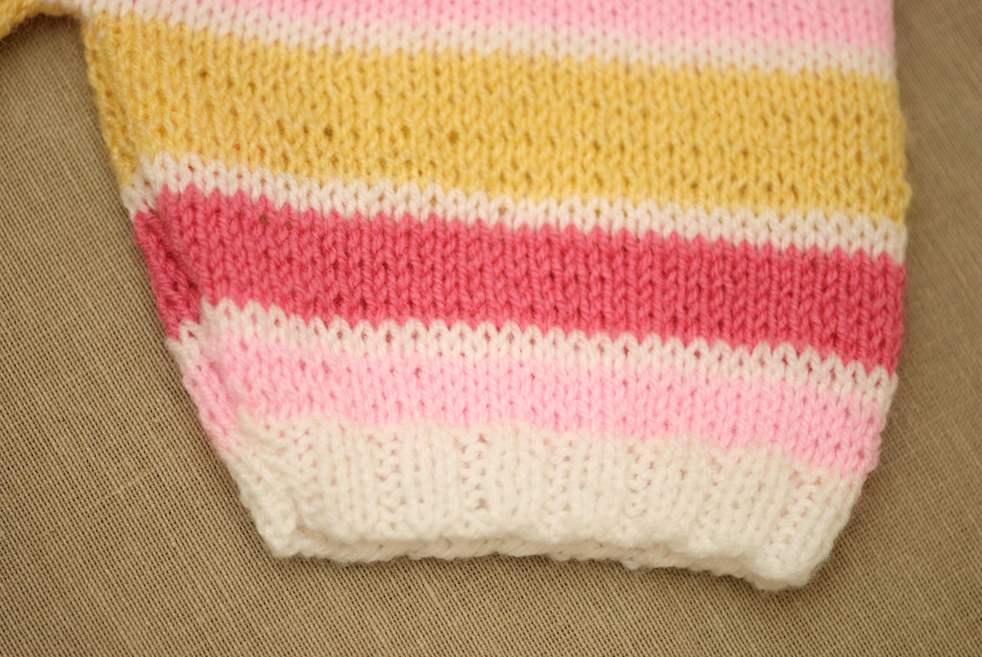Śpioszki na drutach